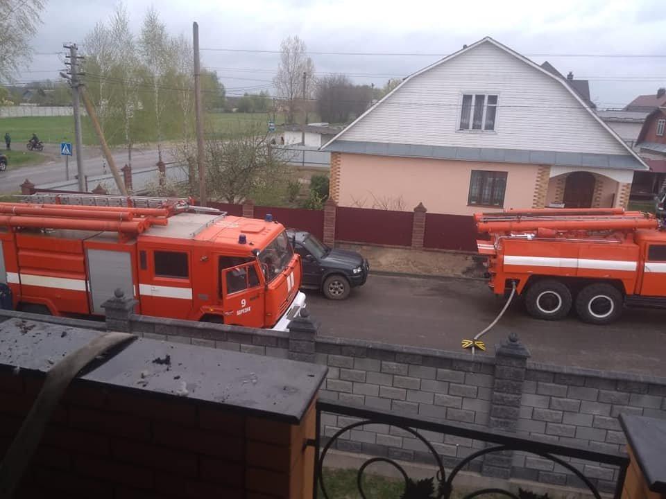 На Березнівщині сталася пожежа: спалахнула гардеробна в одному з будинків (ФОТО), фото-2