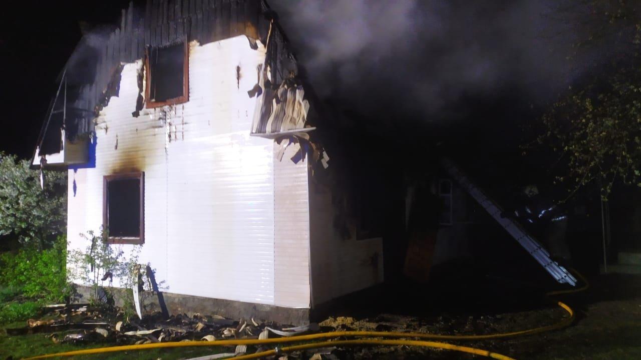 На Сарненщині згорів будинок: всередині знайшли чоловіка без ознак життя, фото-3