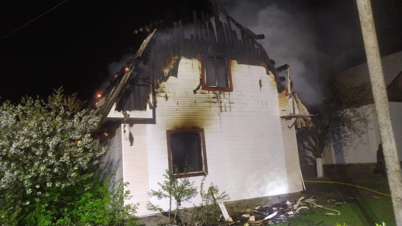 На Сарненщині згорів будинок: всередині знайшли чоловіка без ознак життя, фото-1