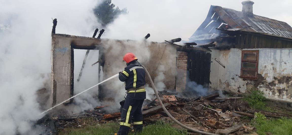 На Березнівщині сталася пожежа: вогонь охопив будинок, в якому ніхто не мешкає (ФОТО), фото-3