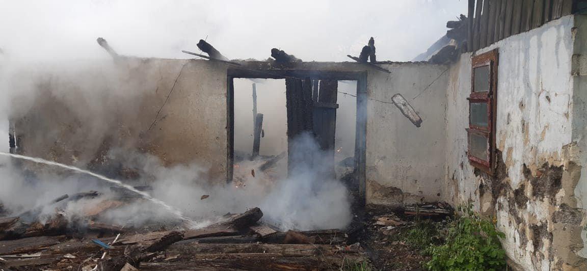 На Березнівщині сталася пожежа: вогонь охопив будинок, в якому ніхто не мешкає (ФОТО), фото-5