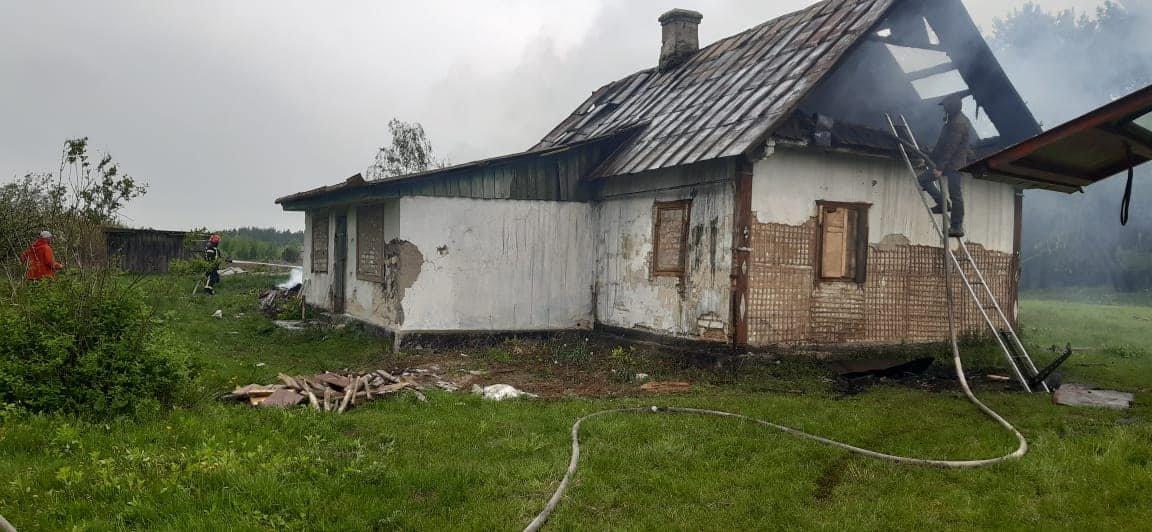 На Березнівщині сталася пожежа: вогонь охопив будинок, в якому ніхто не мешкає (ФОТО), фото-6