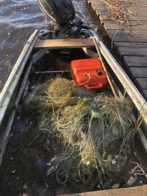 Майже кілометр сітки і не тільки: на Хрінницькому водосховищі рибохоронці упіймали мешканців, які ловили рибу забороненими знаряддями, фото-5