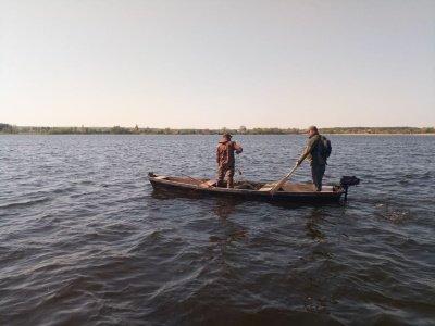 Майже кілометр сітки і не тільки: на Хрінницькому водосховищі рибохоронці упіймали мешканців, які ловили рибу забороненими знаряддями, фото-2