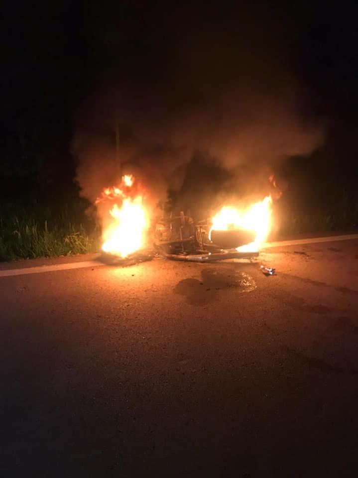 На Рівненщині посеред дороги вщент згорів мотоцикл (ФОТО), фото-1