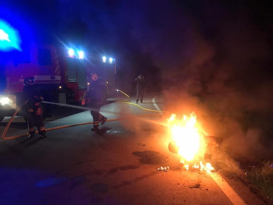 На Рівненщині посеред дороги вщент згорів мотоцикл (ФОТО), фото-2