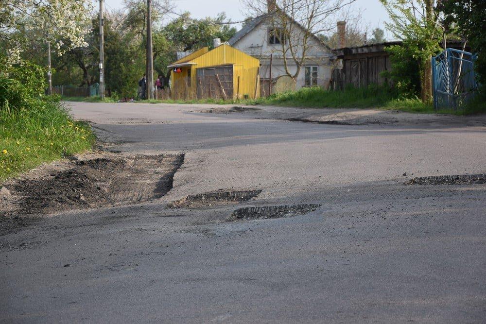У одній з громад на Рівненщині ліквідовують ями на дорогах (ФОТО), фото-7