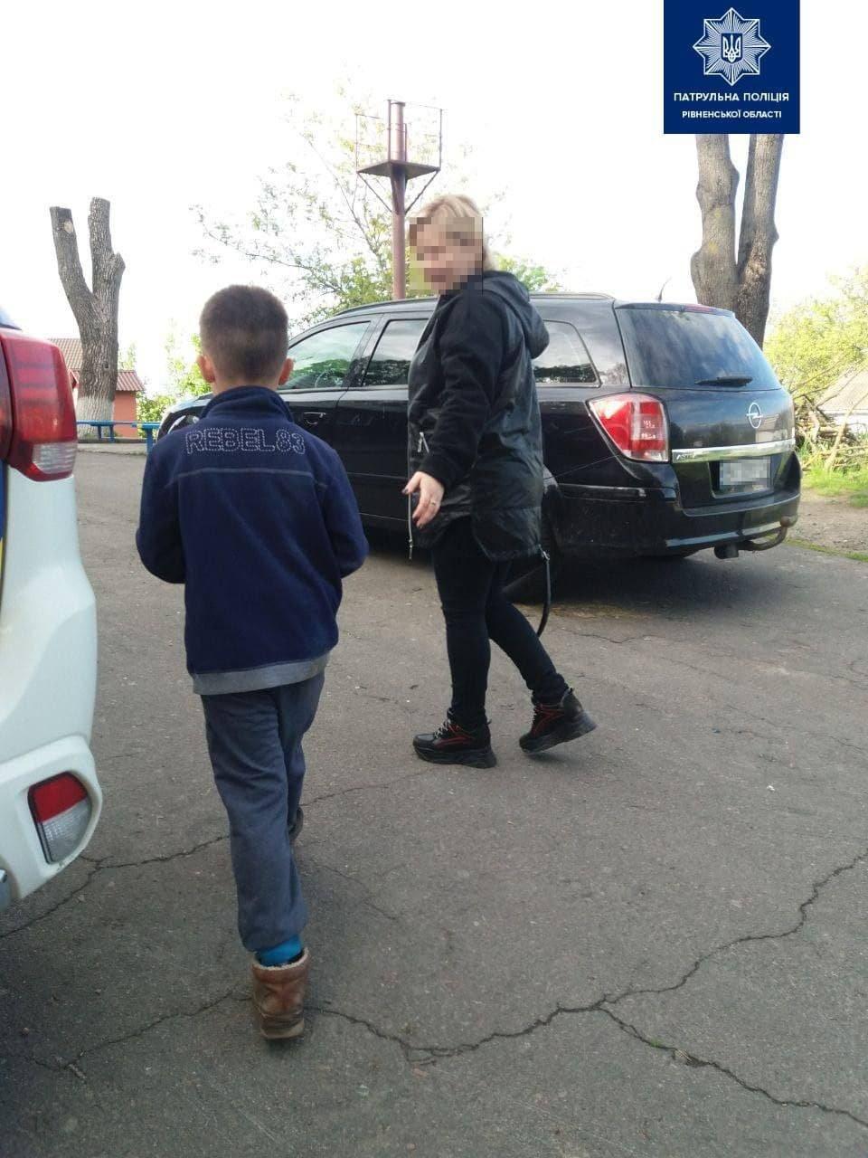 У власний вихідний патрульні повернули додому 9-річного хлопчика, який сам йшов трасою (ФОТО), фото-1
