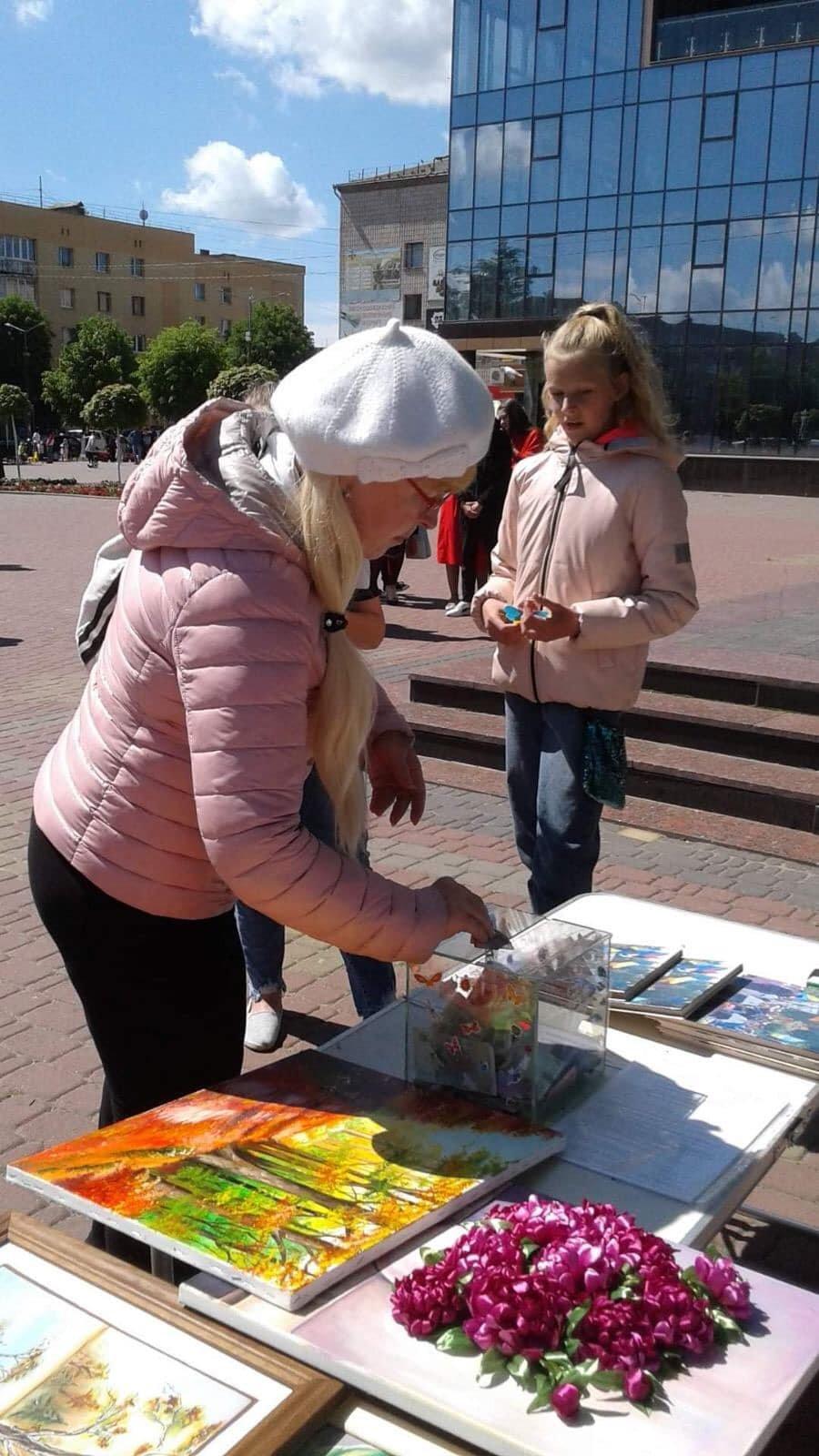 У Костополі волонтери збирали кошти на лікування школярки, фото-7