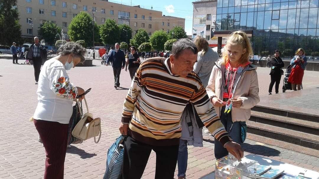 У Костополі волонтери збирали кошти на лікування школярки, фото-5