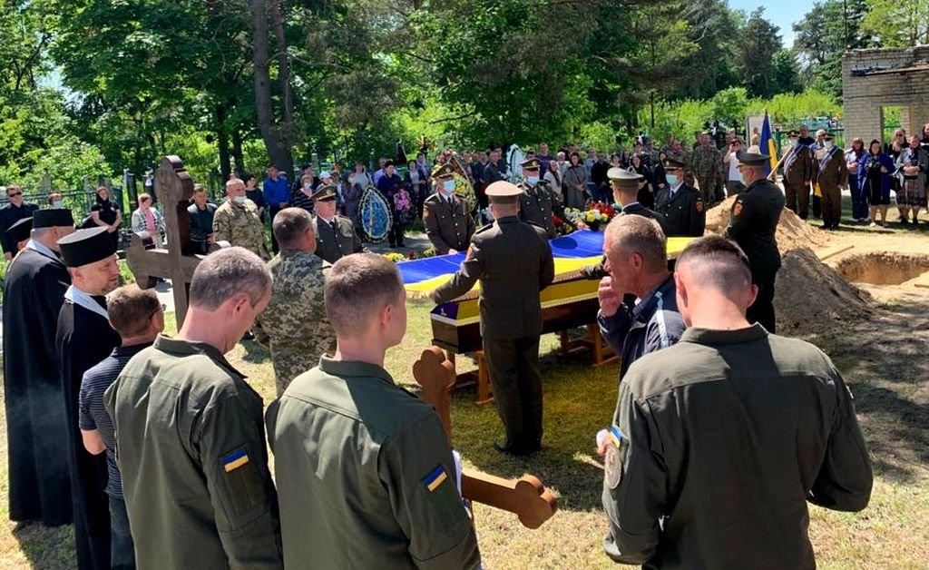 У Вараші попрощалися із загиблим солдатом, фото-2