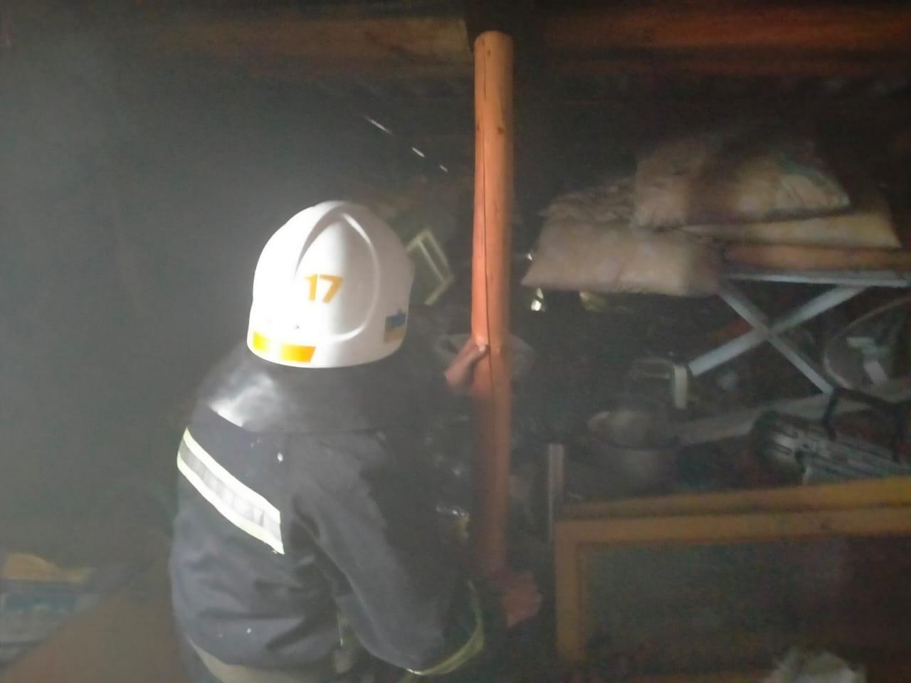 У селі в Острозькій громаді спалахнув житловий будинок, фото-3