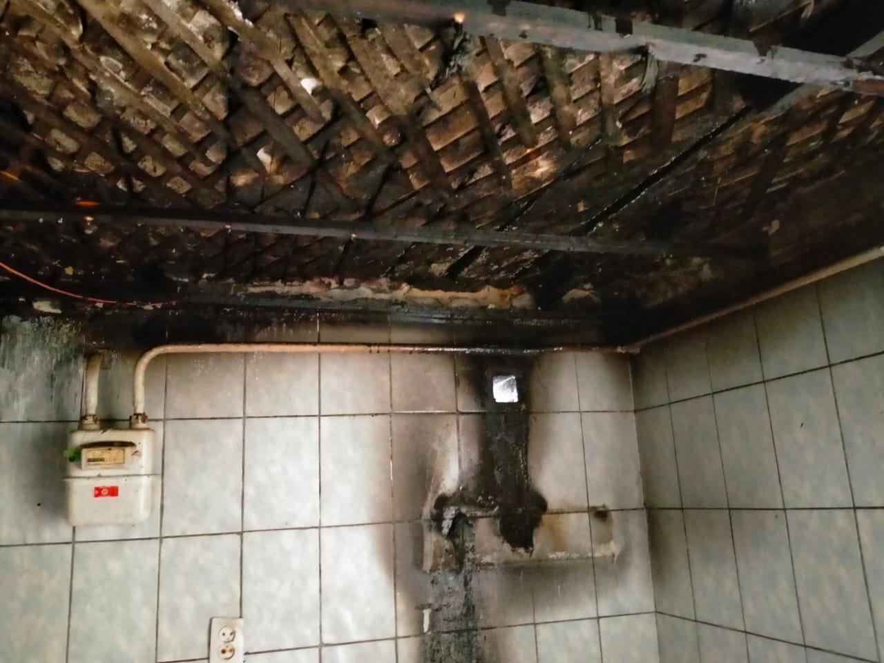 У селі в Острозькій громаді спалахнув житловий будинок, фото-2