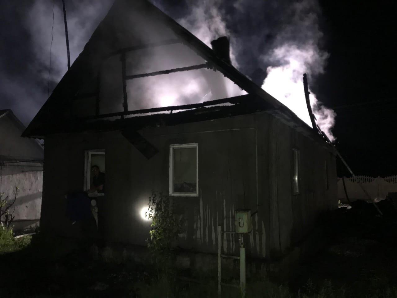 У Рівненському районі спалахнув житловий будинок, фото-3