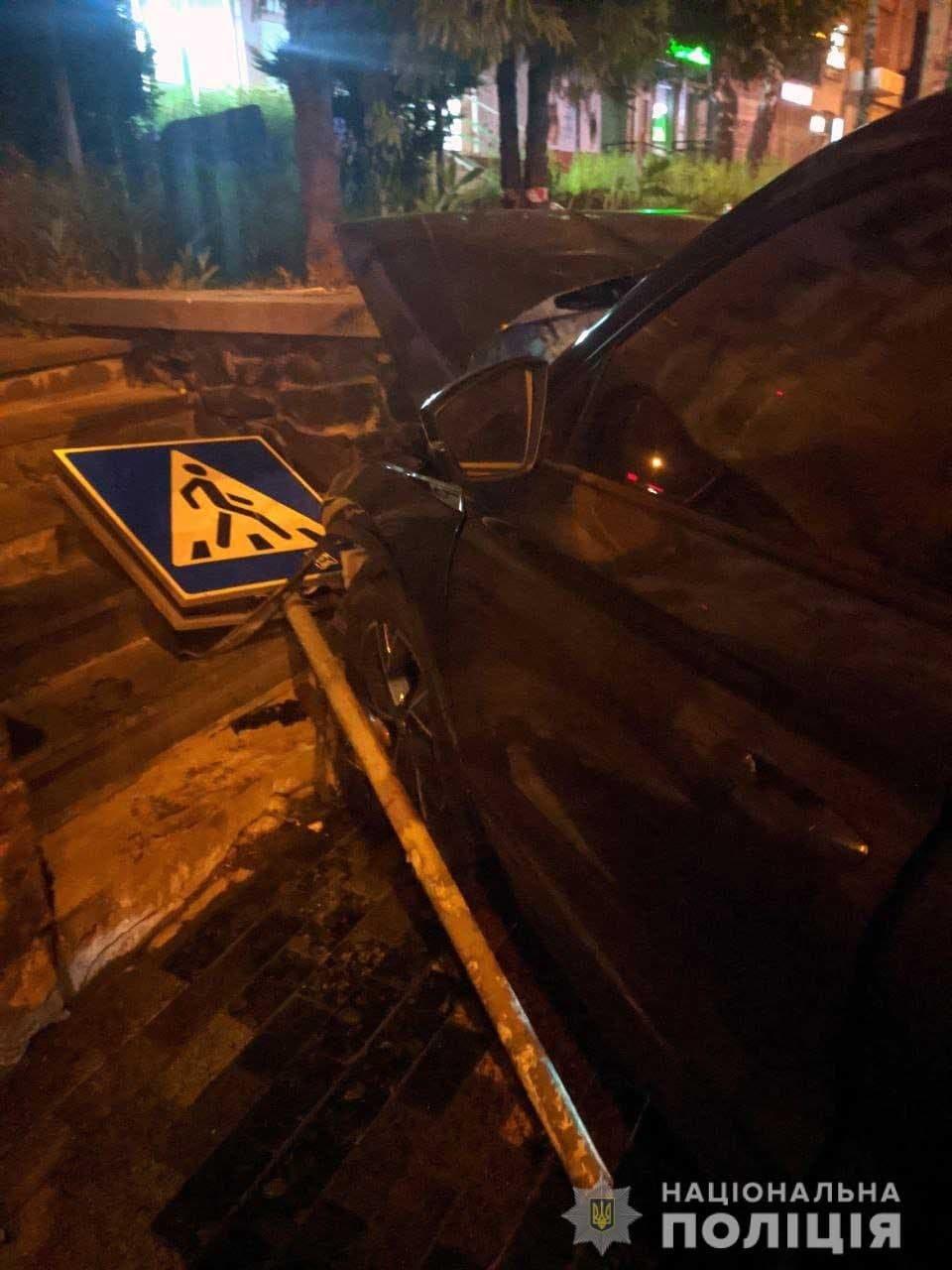 """Хотів """"проскочити"""" на червоне: поліція встановила, хто винуватець ДТП в районі """"Чайки"""", фото-2"""
