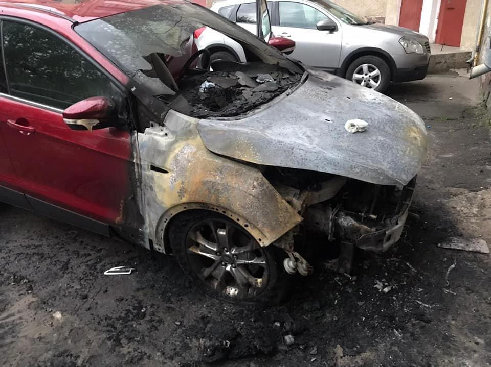 В одному з міст на Рівненщині серед ночі загорілася іномарка (ФОТО), фото-1