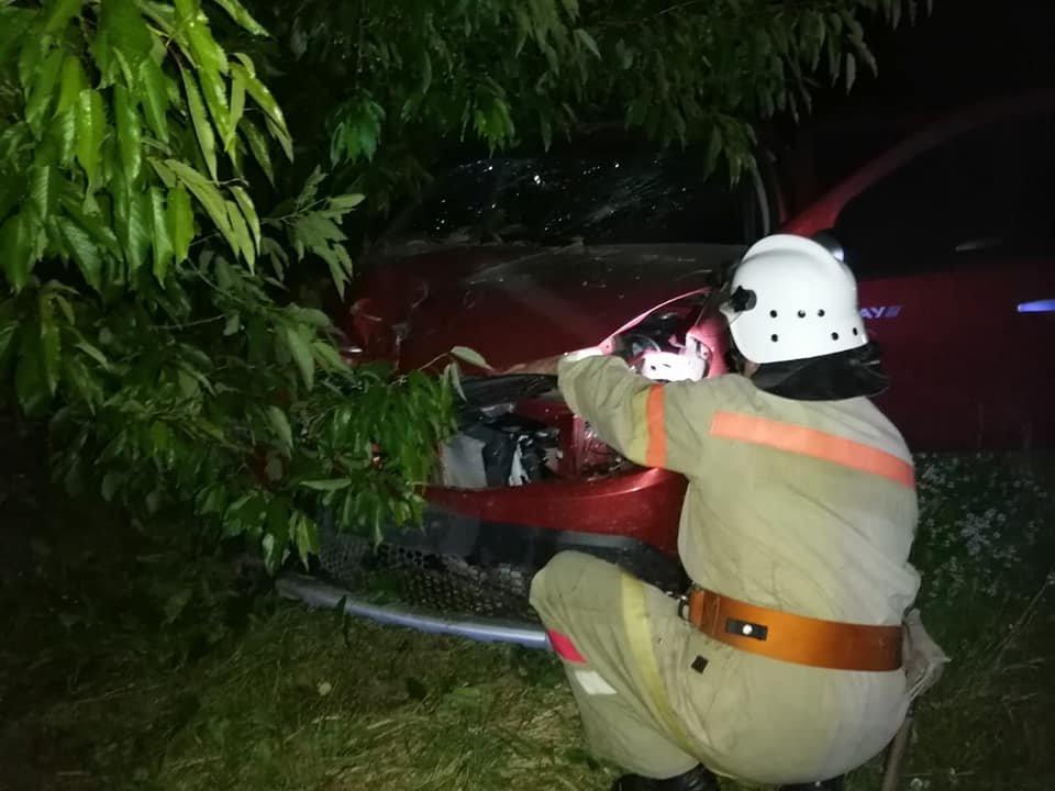 На Дубенщині сталася ДТП: легкове авто вилетіло з дороги, фото-2
