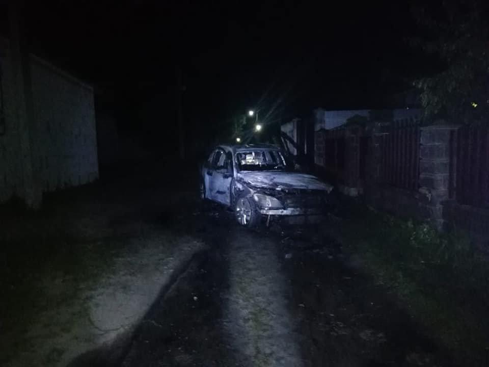 У Костополі вогонь знищив легковий автомобіль: транспорт спалахнув на ходу, фото-4