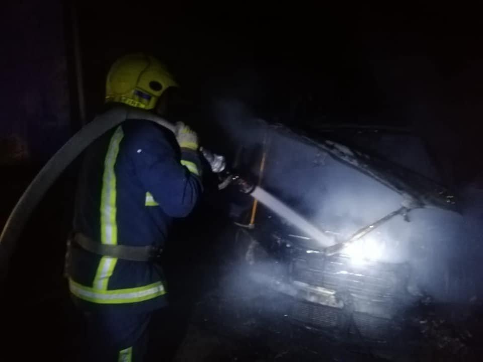 У Костополі вогонь знищив легковий автомобіль: транспорт спалахнув на ходу, фото-2