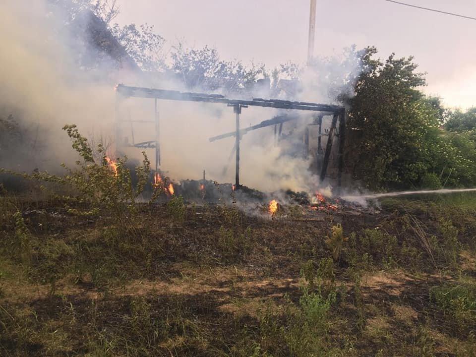 У Білій Криниці вщент згоріла покинута споруда (ФОТО), фото-3