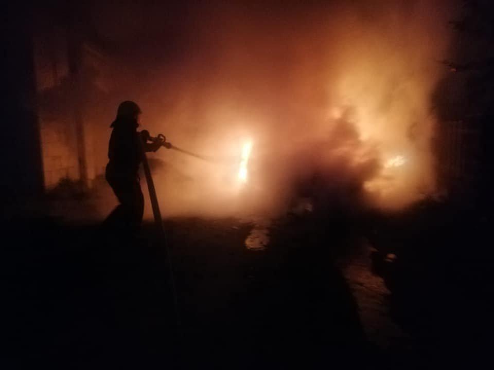 У Костополі вогонь знищив легковий автомобіль: транспорт спалахнув на ходу, фото-1