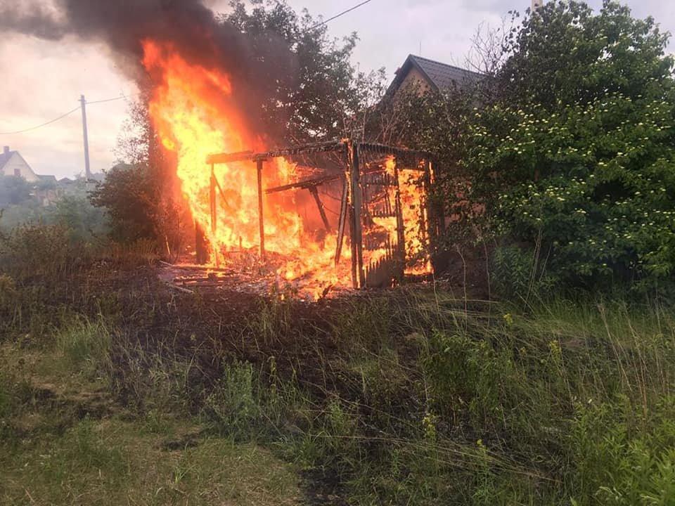 У Білій Криниці вщент згоріла покинута споруда (ФОТО), фото-1