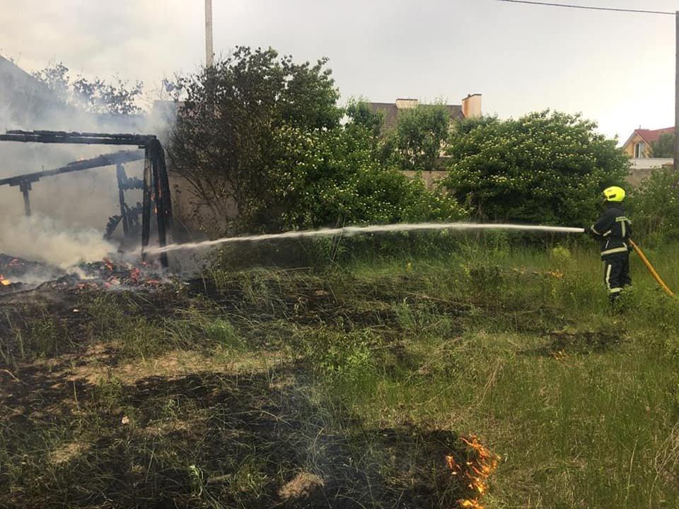 У Білій Криниці вщент згоріла покинута споруда (ФОТО), фото-2