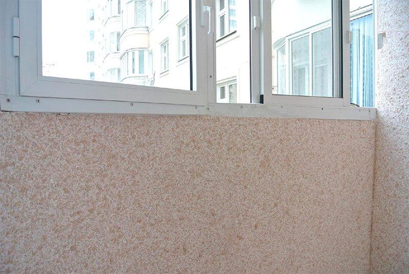 рідкі шпалери на балконі